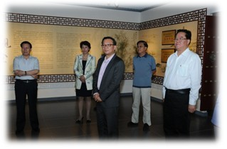 Mr. John Gong enjoyed the ink stones in the Museum